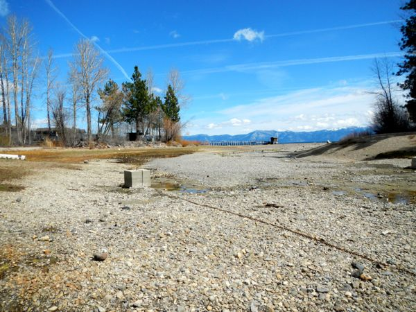 Tahoe piers-drought: Tahoe City Dam, Truckee River