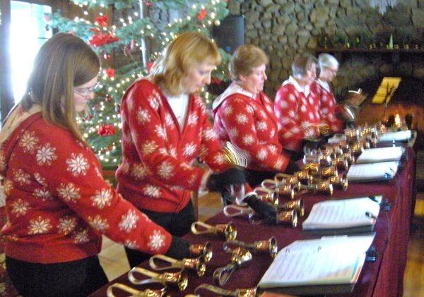 Holiday fair brings out festive spirit