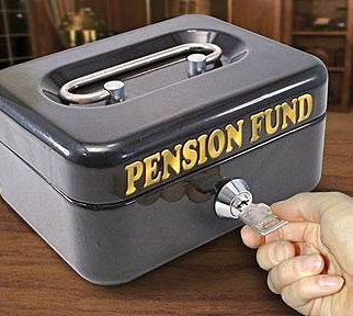 Pensions prove it pays to be a retired government employee