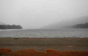Snow and rain falls at Donner Lake on Jan. 11. Photo/LTN