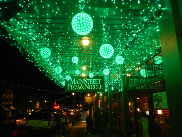 Lights beckon people to Main Street Pizza and Noodle. Photo/Kathryn Reed